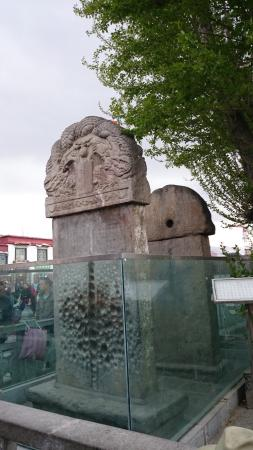‪Monument of Alliance Between Tang Dynasty and Tibetan Regime‬