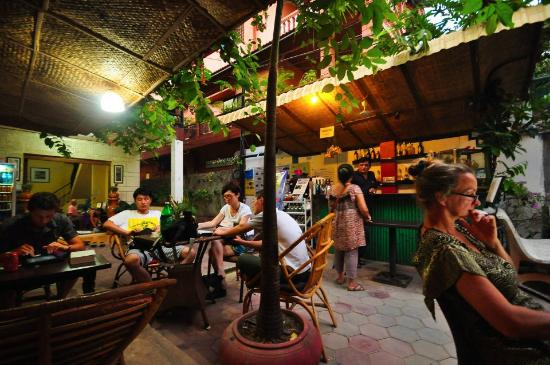 Happy Guest House: Restaurant