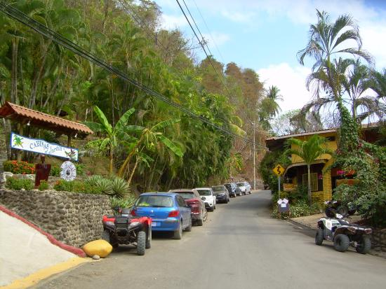 Hotel El Jardin: View of the street in front of the hotel