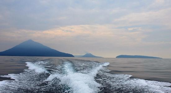 Krakatau Volcano (Krakatoa): return journey, the volcano astern