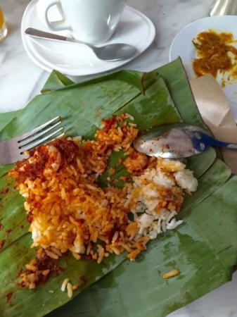 Yeng Keng Hotel: Sambal prawns with nasi lemak at breakfast.