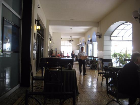 Restaurante 1930: View of outside dining area