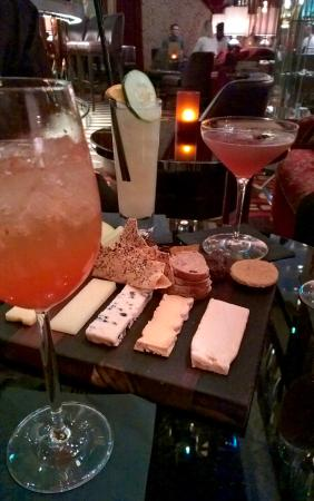 Crown Metropol Perth: The champagne cocktails at Le Vie may look nice but lacked champagne and overpriced.