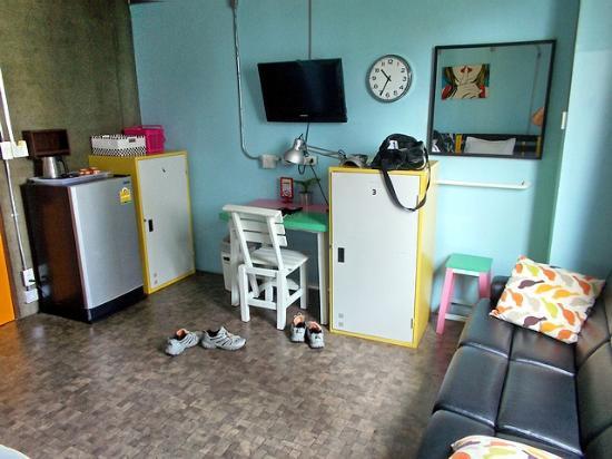 Saphaipae Hostel: Просторный номер. Есть все необходимое.