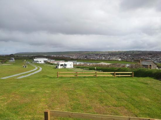 Upper Lynstone Camping and Caravan Park: Beautifully laid out site, with level pitches and neat division of each pitch with small fence.