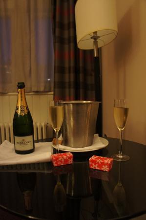 Grand Central Hotel: Tak przywitano nas w pokoju :)