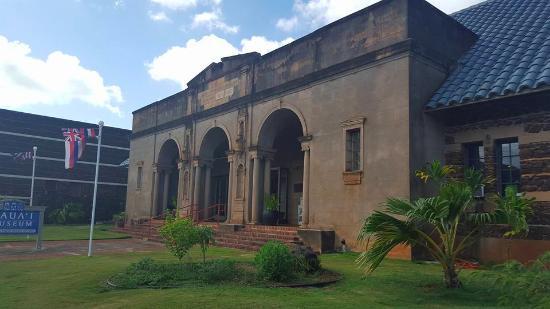 Kauai Museum : Building entrance.