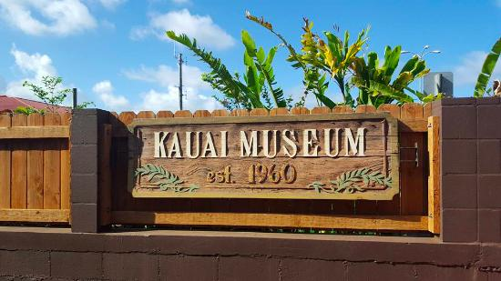 Kauai Museum : In the space between the two buildings.