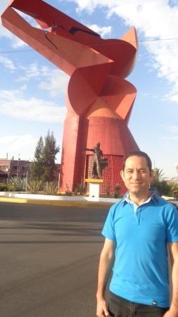 Ciudad Nezahualcóyotl, México: Vista de la escultura