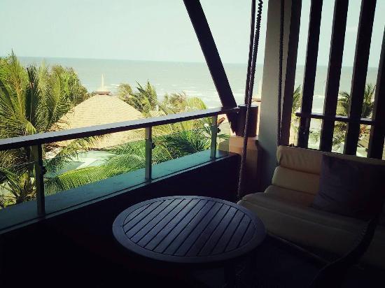 Springfield @ Sea Resort & Spa: swing at room terrace