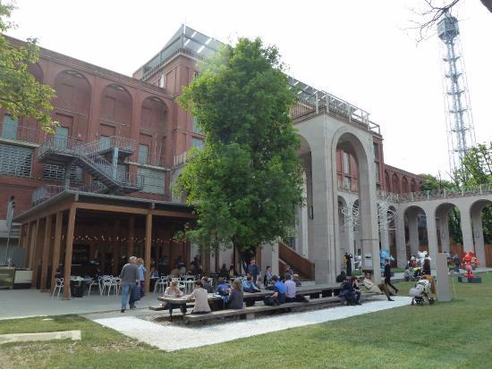 Palazzo dell 39 arte e caff giardino foto di la triennale for Giardino triennale