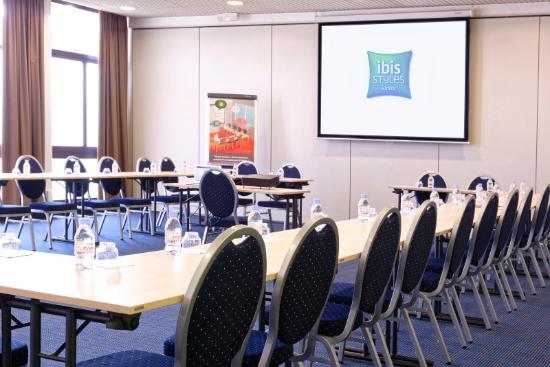 Ibis Styles Angouleme Nord : Salle de réunion