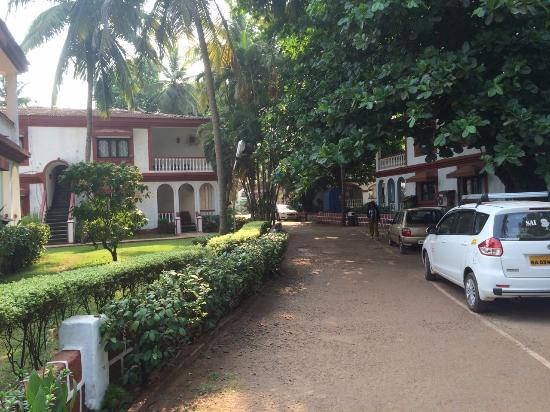 Paradise Village Beach Resort: The area outside the room and walkpath