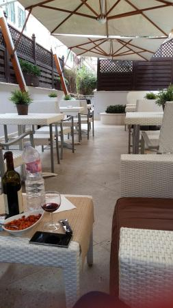 Hotel Best Roma: 3 star breakfast 4 star rooms 5 star service lovely little outside terrace