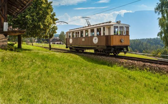 "Renon, Italia: Historische Schmalspurbahn ""Rittner Bahnl"""