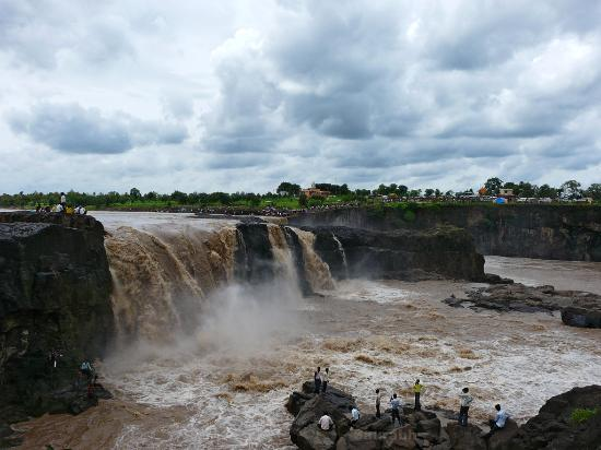Nanded, Индия: Sahastrakund Waterfall