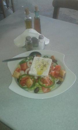 Mama's Place : Greek salad