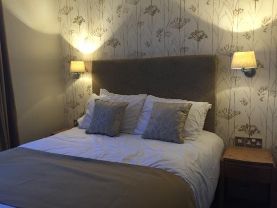 The White Swan Hotel: Kingsize bed - ensuite