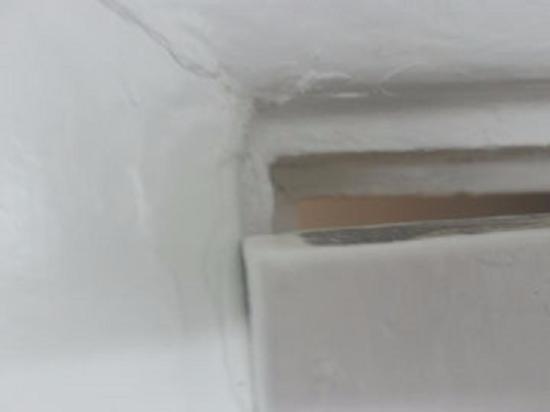 Rodeway Inn & Suites: Rotten walls and bathroom door will not close, uneven door/wall