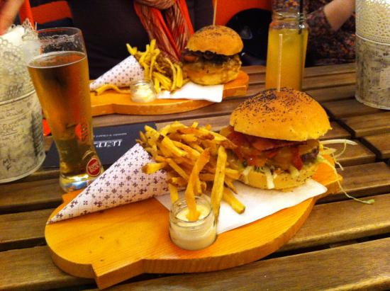 Porto District, Portugal: Nice space / good burguer