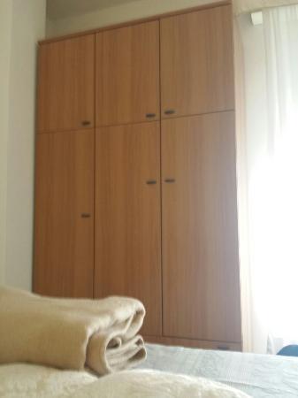 Hotel Cristallo : Camere obdolete che necessitano di una ristrutturazione urgente