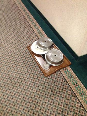 Red Lion Hotel Pasco: room service dishes left in hall 3 days