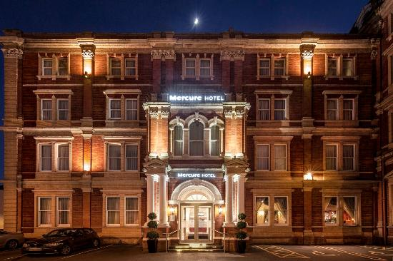 Mercure Exeter Rougemont Hotel: Hotel Exterior - Night