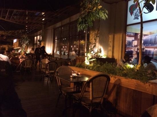 Artcaffe: outside tables