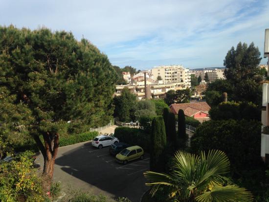 Ideal Sejour Hotel: Vista su parcheggio