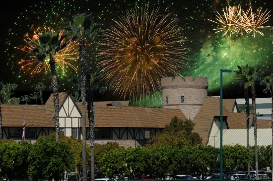 anaheim majestic garden hotel pluss and fireworks about 840pm - Majestic Garden Hotel Anaheim