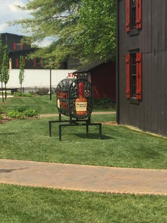 Loretto, KY: Makers Mark Tour Photos and a rare look at Triple Crown bottling