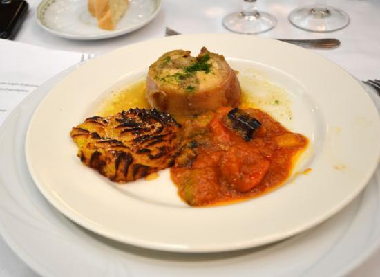 Hotel Rosa del Deserto: Rollè di coniglio con fricò di verdure e patate duchessa