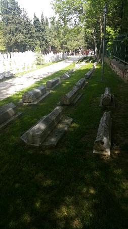 Muradiye Complex: Bursa Muradiye Camii Mezar Başlıkları 2_large.jpg