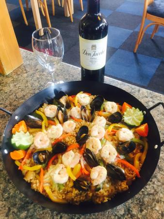 Garfield's Tapas and Wine Bar: Seafood paella Shetland blue mussels tequila and orange creamed King prawns oven baked peppers