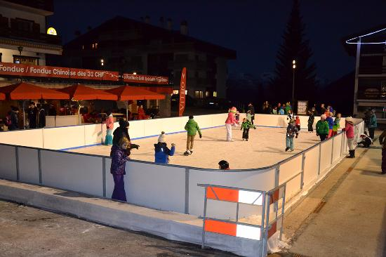 Ice skating in La Tzoumaz