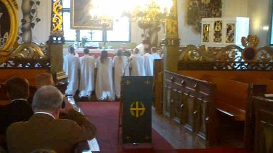 Tornion kirkossa on huono näkyvyys alttarille