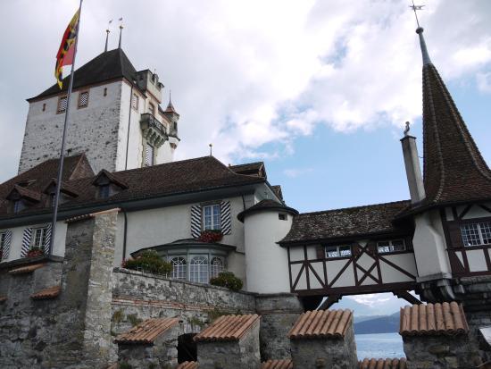 Oberhofen am Thunersee, Sveits: Оберхофен у воды
