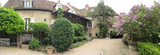 L'Atelier Du Relais : Beautifully designed and restored buildings and garden.