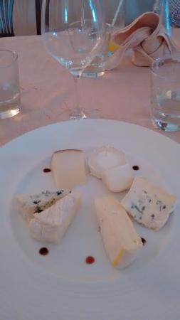 Eymet, Francia: cheese platter