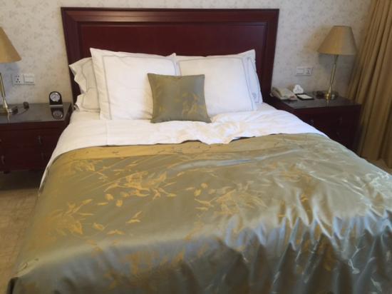 Sunshine Hotel Jiaxing: bed
