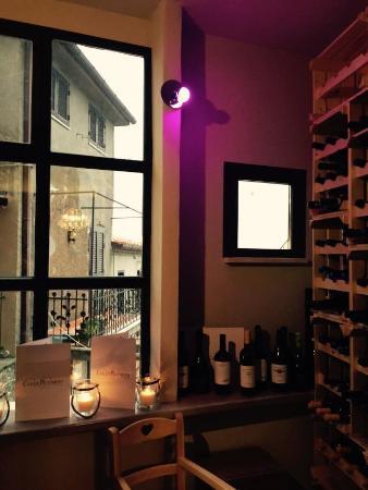 Ristorante La Taverna: cantinetta dei vini