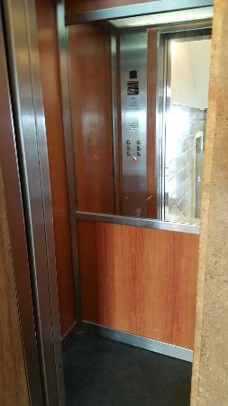 Smeraldo Hotel: Small lift