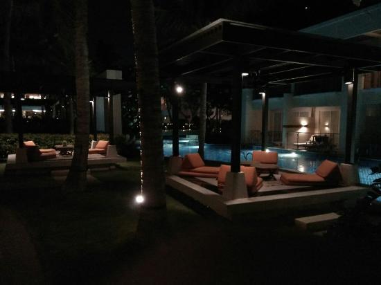 เชอราตัน หัวหิน รีสอร์ท แอนด์สปา: Night time at hotel
