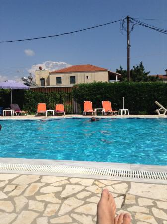 Dora Apartments Argirades: The swimming pool, the complex, the beach, the dessert from seagulls and the sunset from the pan
