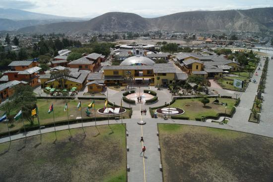 Plaza Equinoccial: Вид с главного монумента