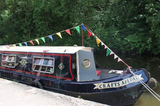 Hebden Bridge, UK: The Crafty Snail Studio! A narrowboat art studio offering a range of art and craft workshops.