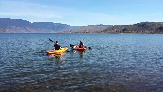 Savona, Canada: Kayaking teens <3