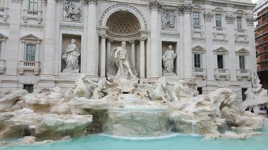 Trevi Palace Luxury Apartments: 20160422_175256_large