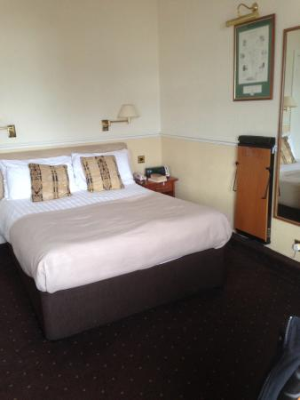 The Bulkeley Hotel: Bedroom even included a trouser press.