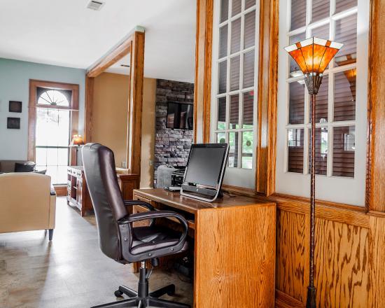 Platte City, MO: Business Center